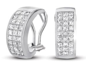 Diamond ring with princess cut diamonds